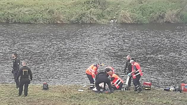 Ve Strakonicích spadla dívky z mostu.