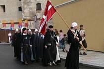 V průvodu na Rumpálování měli na sobě rytíři oděv pro dobu míru.