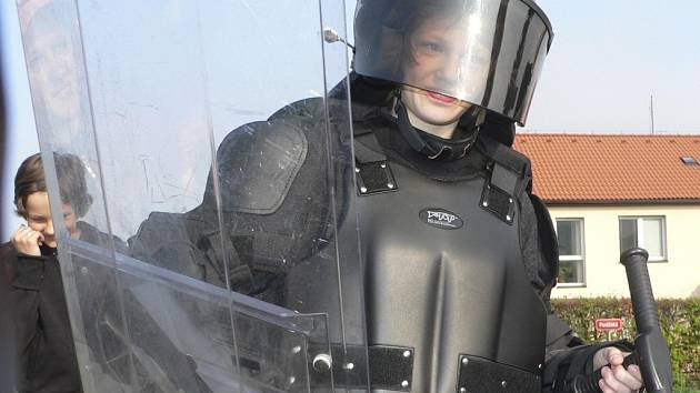 Připravena byla i ukázka policejní výstroje