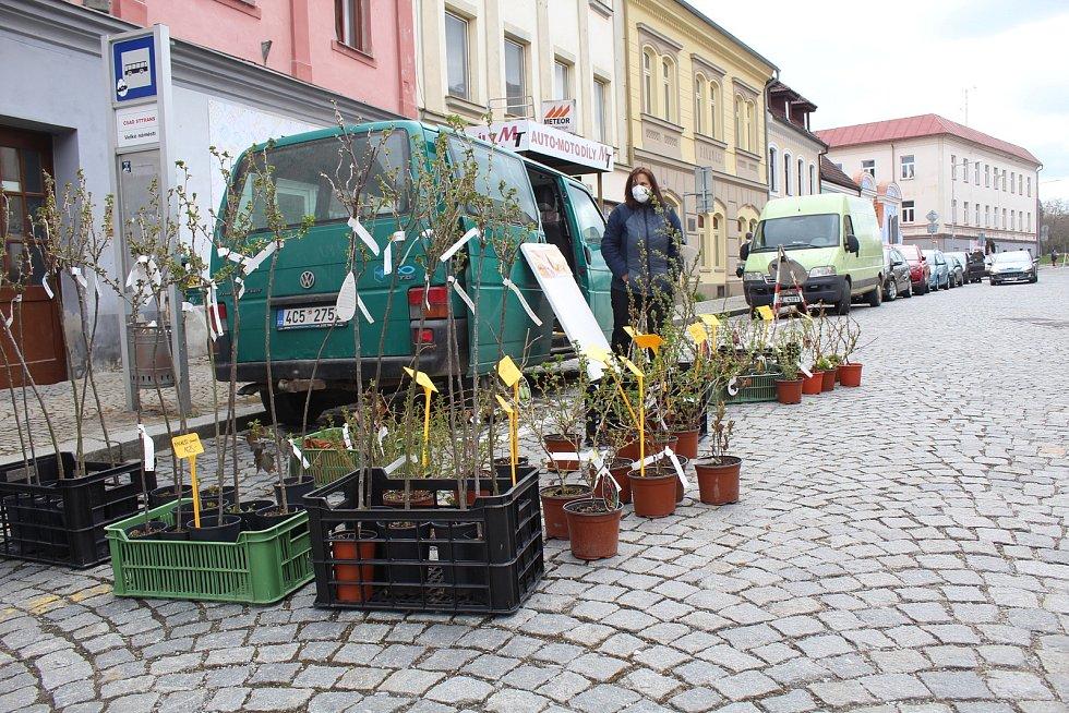 Strakonické Velké náměstí ožilo v pátek 16. dubna odpoledne tradičními farmářskými trhy.