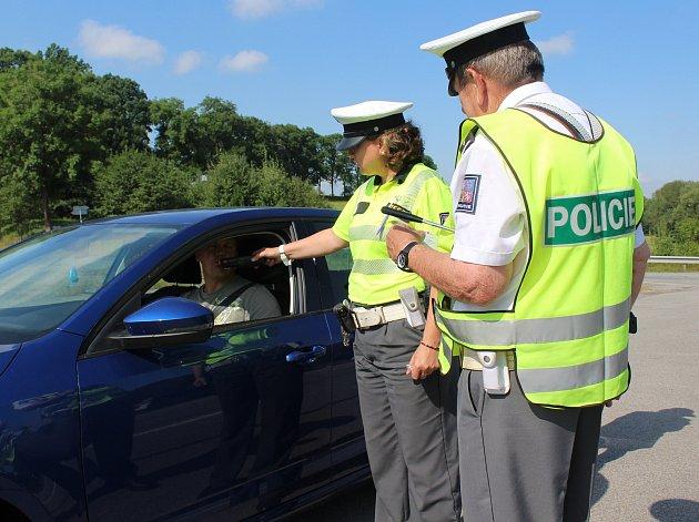 Při policejní akci u Jinína zkontrolovali policisté 31 řidičů. Žádný z nich před jízdou nepil alkohol.
