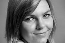 Foto 1: Eva Kolářová z Vodňan vystudovala studijní obor Modelářství a návrhářství oděvů na střední výtvarné škole v Písku, kde se naučila vše potřebné pro navrhování a vznik šatů.