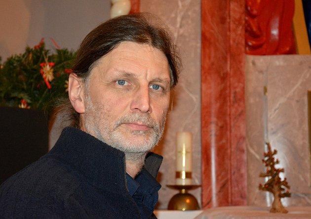 Jiří Rössler se 40 let věnuje profesi uměleckého truhláře.  Od svých pěti let hraje na klávesové nástroje. Jeho velkým koníčkem je hra na barokní varhany.