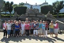 Cílem výletu seniorů z Radomyšle byl mimo jiné zámek v Dobříši.