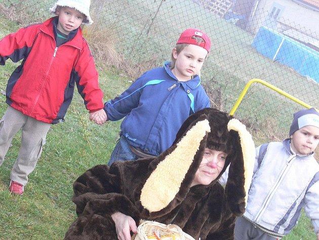 Velikonoční zajíček navštívil děti z MŠ a ZŠ Cehnice.