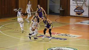 Basketbalistky Strakonic porazily Slovanku 67:65.