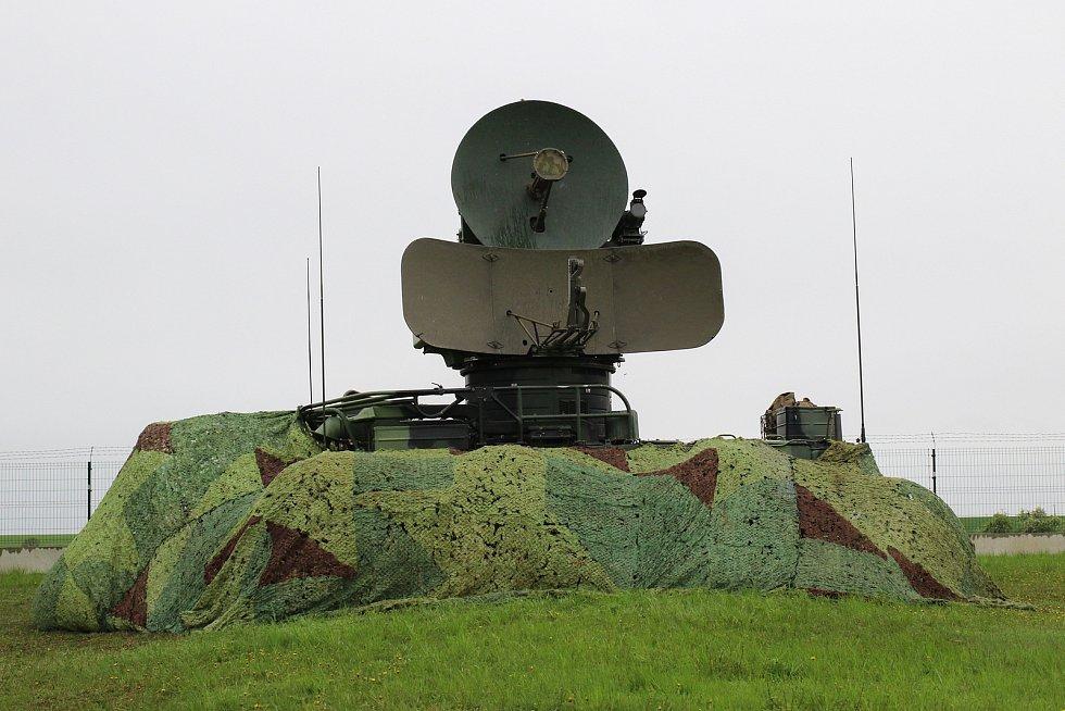 Řídící a naváděcí radiolokátor SURN CZ.