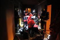 Výbuch a požár na ubytovně zničil jeden byt.