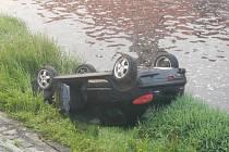 Auto málem skončilo v Otavě