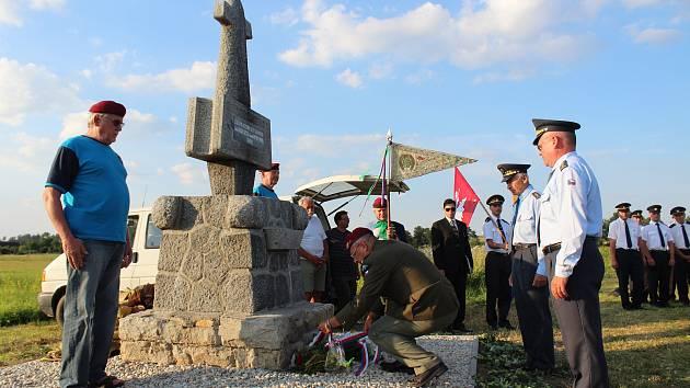 Odhalení obnoveného a opraveného pomníku v Nových Kestřanech.