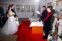 Snoubenci Marek Otradovec a Erika Pustková si přišli říci své ANO a vyměnit si snubní prsteny v sobotu 11. února ve 12 hodin do obřadní síně Obecního úřadu Volenice.