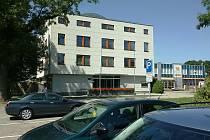 Před budovou Okresní správy sociálního zabezpečení ve Strakonicích vzniknou další parkovací místa.