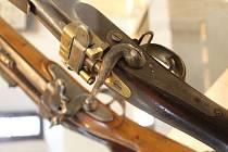 V městském muzeu ve Volyni je puškaři Sylvestru Krnkovi a jeho vynálezům věnovaná výstava.