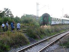 Pod koly tohoto vlaku skončil život mladé dívky