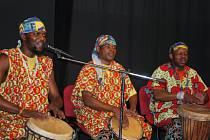 Frontman kapely Mbunda Afrika Mulenda Mabuaka Sonny (na snímku vpravo) o sobě tvrdí, že je z Moravy a má jen divný přízvuk.
