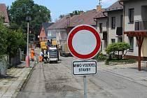 Rekonstrukce ulice na Vyhlídce ve Volyni má trvat tři měsíce. Město zajistilo lidem parkování v okolí.