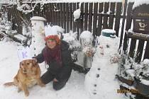 Postavit si sněhuláka, to je paráda!