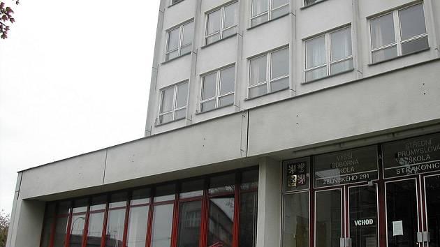 Jednou z budov, kde škola sídlí je v Želivského ulici