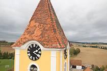 Oprava střechy kostela v Katovicích.