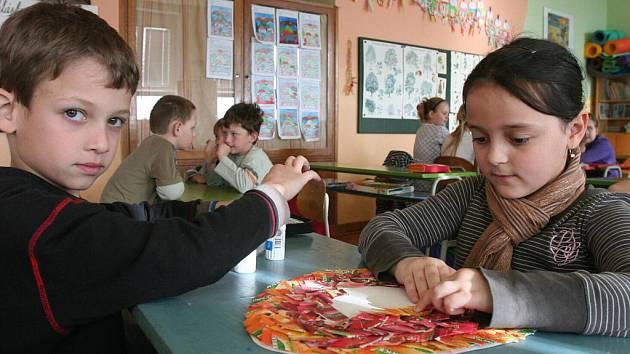 Děti ze Základní školy ve Štěkni se pokoušejí o zajímavý rekord.