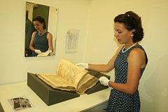 Ve Státním okresním archivu je k vidění výstava mapující historii Strakonic.