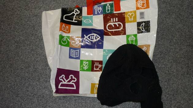 ÚZSVM ve Strakonicích získal nákupní tašky i černou kuklu, vše bylo ekologicky zlikvidováno.