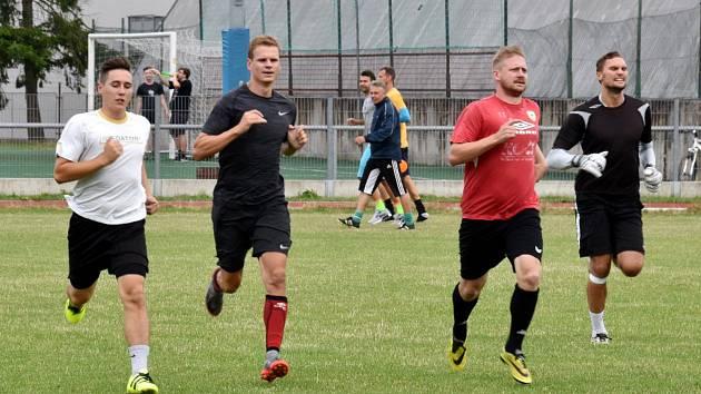 Vítěz divize zahájil přípravu na Sídlišti.