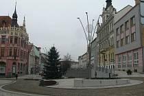 Okružní křižovatka na Velkém náměstí ve Strakonicích.