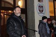 Radomyšl - Před úřad městyse si přišlo zazpívat na dvě stovky obyvatel.