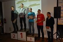 VYHLÁŠENÍ Jihočeského běžeckého poháru proběhlo v Českých Budějovicích. Pavel Novotný je na třetím stupínku.
