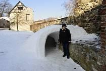 Sněhové iglú na hradě.
