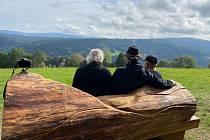 Druhá Klostermannova lavička stojí nedaleko Srní.