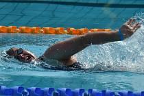 Kateřina Lišková v plaveckém závodě, který je završením každého tréninkového týdne. Během něj sportovce z Kontaktu bB čeká nejen dvoufázový plavecký trénink, ale i další program. Kateřina má na šampionátu v Montrealu šanci na medaili.