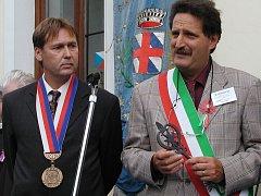 Loňská návštěva z Itálie. Starosta Radomyšle Luboš Peterka a starosta Montoggia Valter Raineri (zleva).