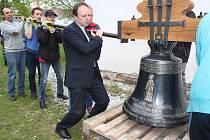 Zvon J. Nepomuckého můžete už vidět v kostele sv. Markéty ve Strakonicích.