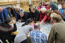 Veřejné projednávání regenerace sídliště Šumavská přivedlo na jednání se zástupci města asi padesát občanů lokality.