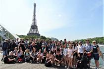 Školáci mají možnost se svými učiteli cestovat do světových metropolí.