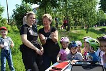 Děti z Mateřské školy U Parku ve Strakonicích strávily celé dopoledne s policisty a hasiči na dopravním hřišti v areálu ZŠ Poděbradova.