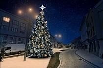 Vizualizace nově vyzdobeného vánočního stromu na Velkém náměstí ve Strakonicích.