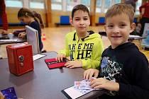 Děti si vyzkouší, jaké je to chodit do práce a vydělávat peníze. Ale musí s nimi umět i hospodařit.