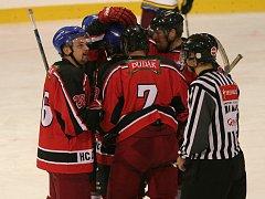 Strakoničtí hokejisté potřetí v sezoně vyhráli, doma porazili Humpolec 7:4.