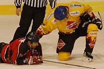 Potřetí prohráli, potřetí doma. Strakoničtí hokejisté nestačili v neděli v předposledním kole základní části na druhé Božetice, podlehli jim 3:4.