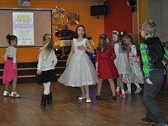 Elegantní mladé dámy a mladí pánové se sešli v sobotu 28. ledna v DDM Strakonice na Dětském společenském plese.