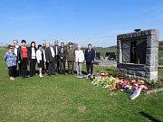 Ve Volenicích se každý rok koná pietní akt Po stopách transportu smrti. V pátek 20. dubna občané společně uctili památku lidí, kteří v roce 1945 nepřežili transport smrti.