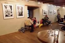 """Výstavu fotografií """"Dudáci"""" Františka Zemena, jejíž vernisáž se uskutečnila 28. června, můžete navštívit v prostorách Maltézského sálu strakonického hradu až do 29. července."""