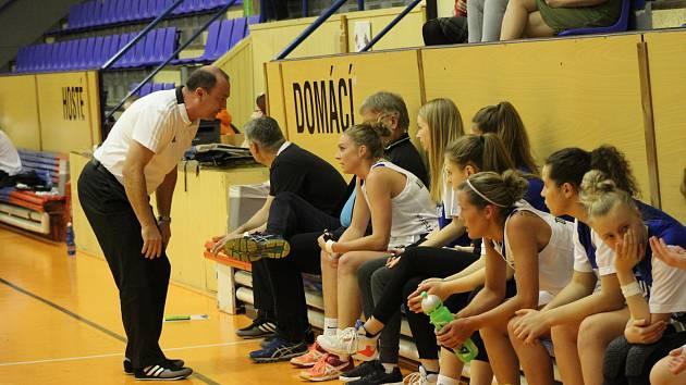 Strakonické basketbalistky poprvé slaví výhru v extralize žen v této sezoně.