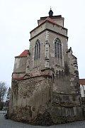 Oprava střechy na kostele sv. Prokopa na strakonickém hradu vrcholí