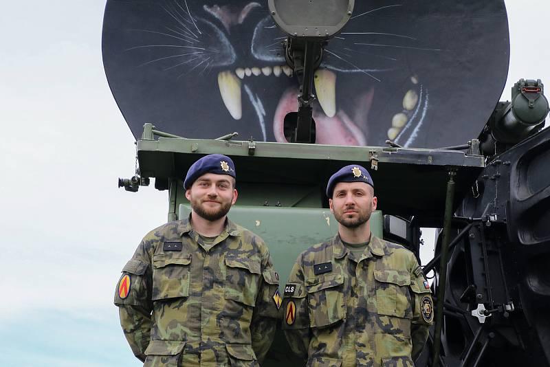 """""""Práce s technikou nás baví,"""" shodují se poručíci Marek P. a Jan F."""