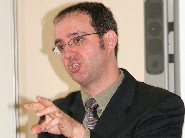 Kulturní atašé Velvyslanectví Spojených států amerických David J. Gainer.