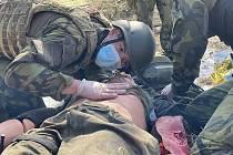 Strakoničtí vojáci absolvují výcvik zdravotníků.
